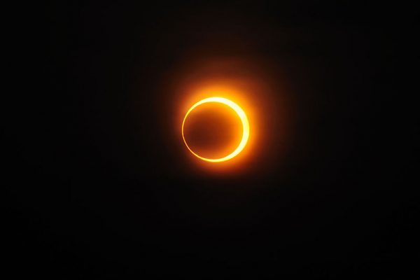 800px-Solar_annular_eclipse_of_January_15,_2010_in_Jinan,Republic_of_China
